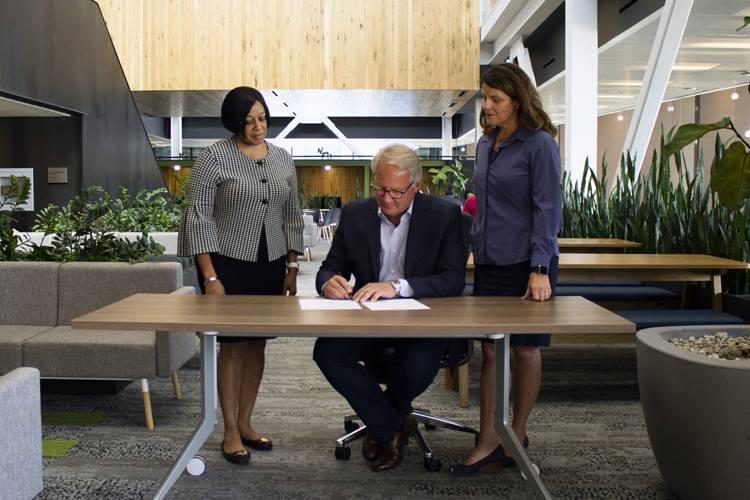 Cerner CEO pledge signing