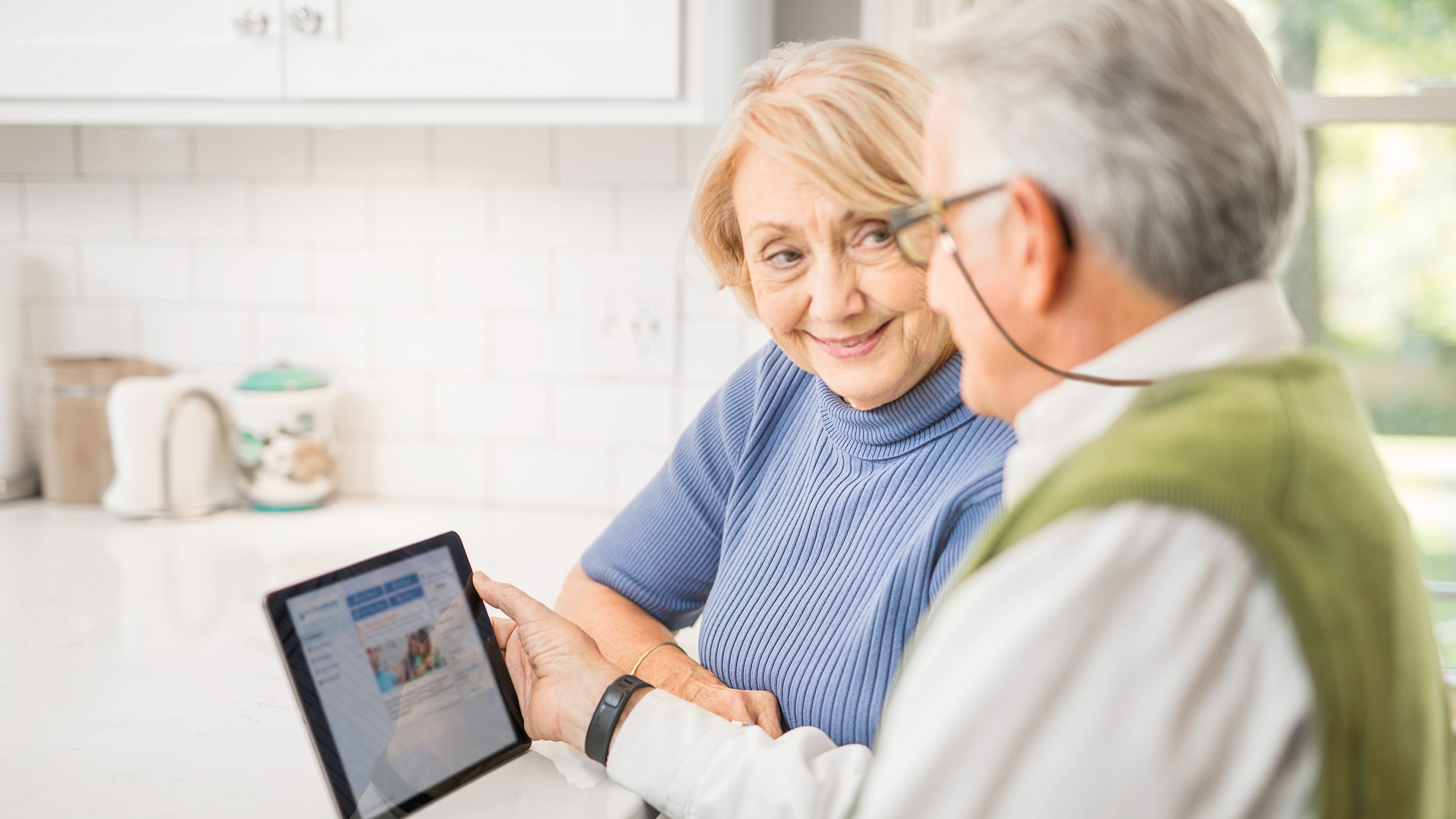seniors using technology to engage with health care
